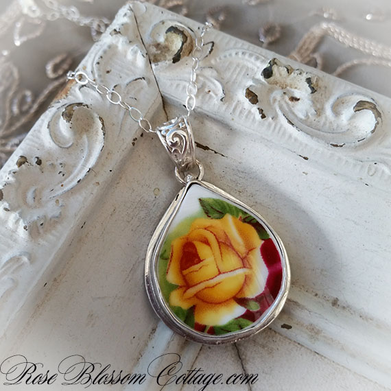 Royal Albert Old Country Roses Tear Drop Broken China Jewelry Pendant Necklace