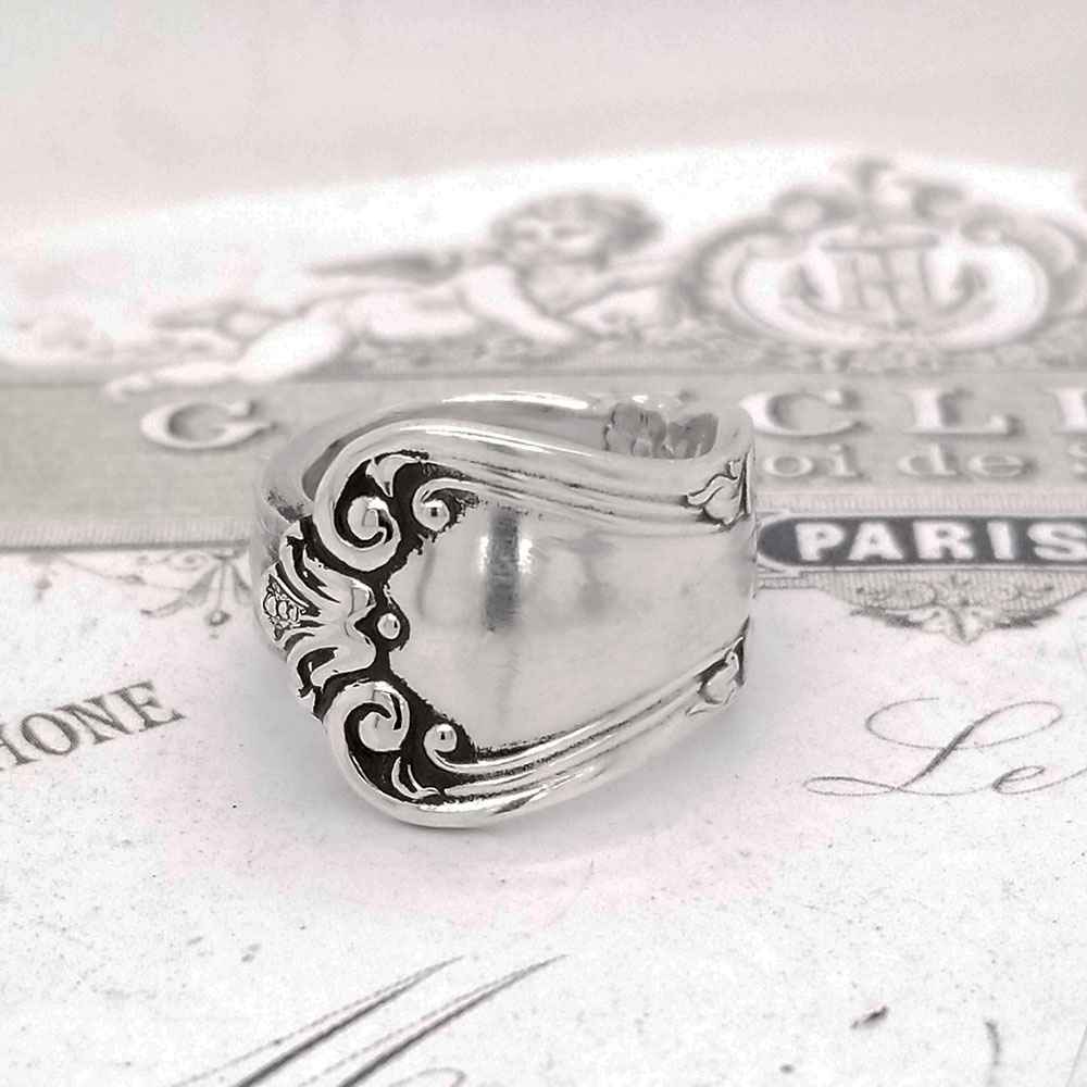 Scalloped Edge Flourish Flatware Spoon Ring