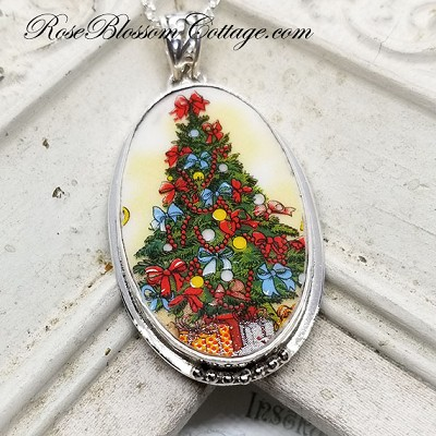 Limited Edition Merry Christmas Tree Broken China Jewelry Xmas Oval Pendant Necklace