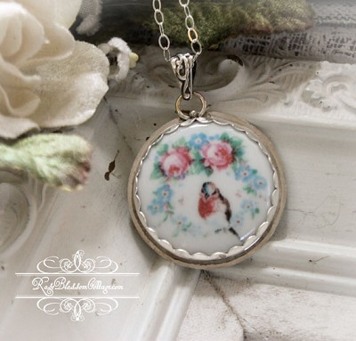 Robin  Red Breast Pink Roses Wreath Necklace Pendant
