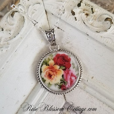 Red & Yellow Roses Round Broken China Jewelry Pendant Necklace